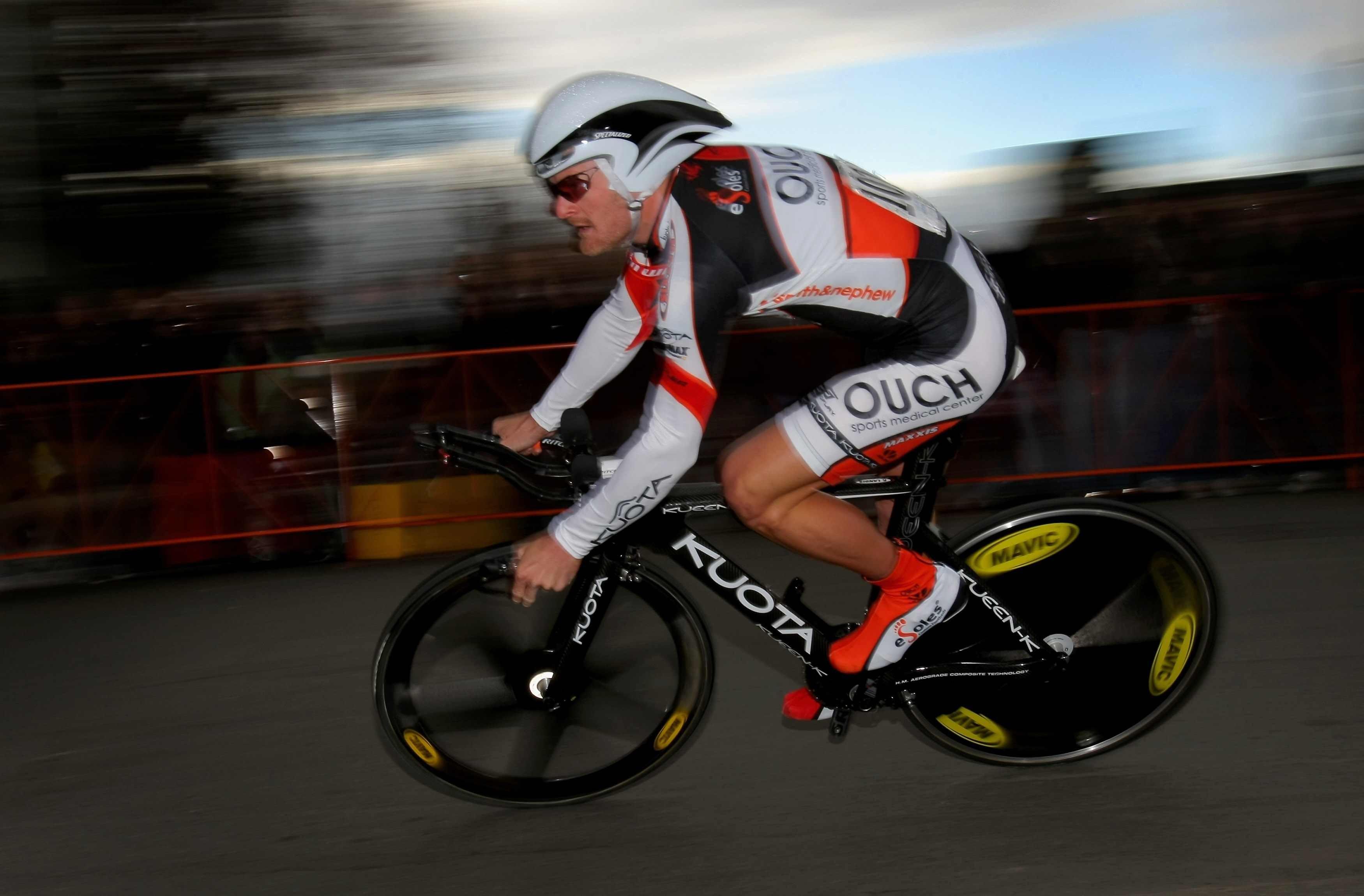 Landis racing the Tour of California prologue February 14, 2009.