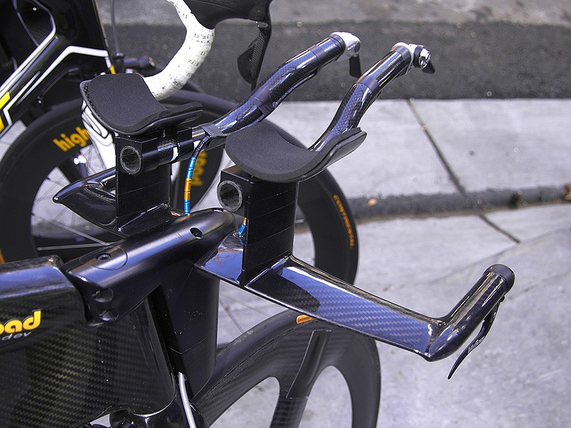 The proprietary integrated aero bars are also especially clean with little extraneous hardware exposed to the wind.