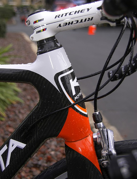 The head tube is similarly oversized	with a tapered 1 1/8