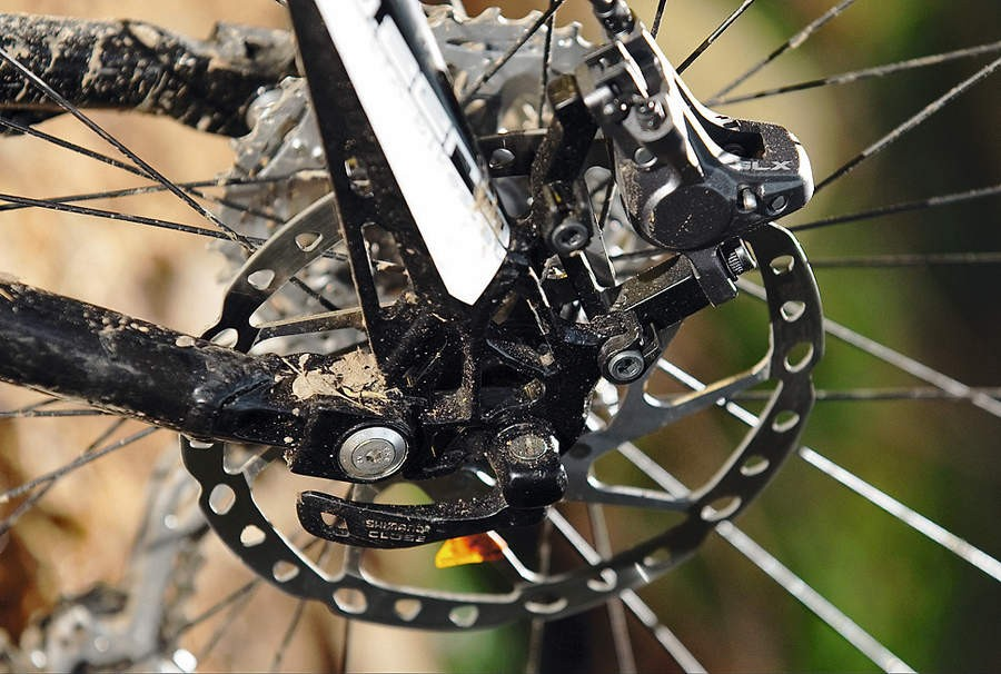 The Shimano SLX brakes get 203mm and 180mm rotors for reliable power