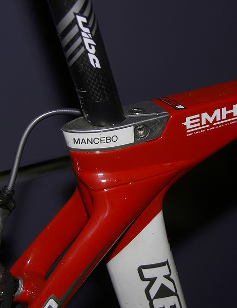 A different seat clamp allows for the use of a round post in Mancebo's RT800 instead of the stock aero unit.