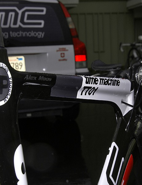 The top tube bears BMC's characteristic 'T'-shaped cross section.
