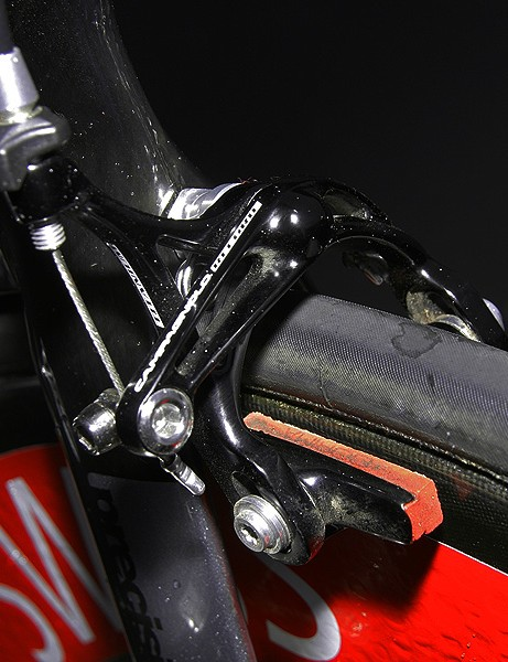 Both front and rear callipers are fitted with Corima carbon-specific blocks.