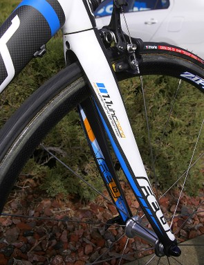 The matching 1.1 fork is also built with UHC-Nano carbon and sports modestly oversized blades plus carbon dropouts.