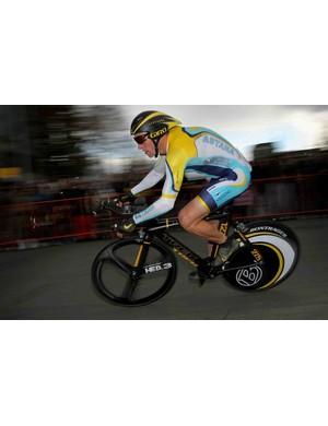 Lance Armstrong races through the street of Sacramento, California on February 14, 2009.