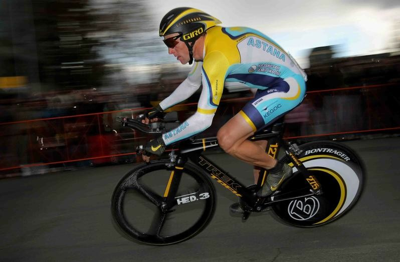 Lance Armstrong races through the street of Sacramento, California on February 14, 2009.