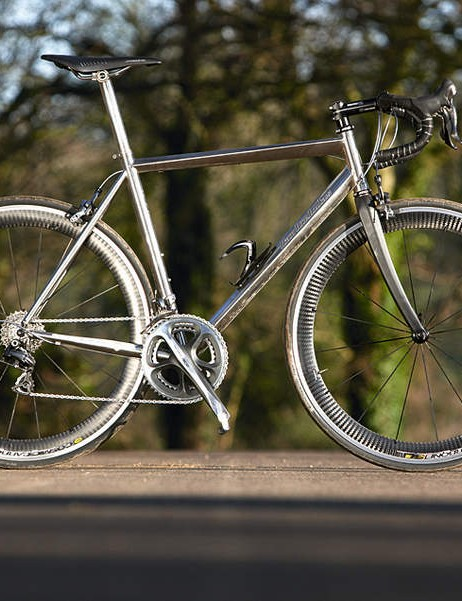 Full 2009 Dura-Ace and Mavic Cosmic Carbone: our Astraeus test bike is a full-on race machine