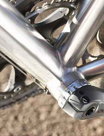Hydroformed down-tube: diamond-shaped at the bottom bracket weld