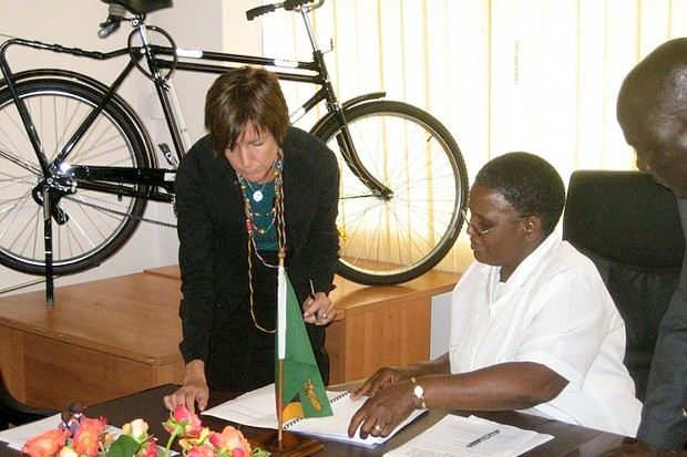 World Bicycle Relief co-founder Leah Missbach Day (L) signs the Memorandum of Understanding with Permanent Secretary of the Zambian Ministry of Education, Lillian E.L. Kapulu.