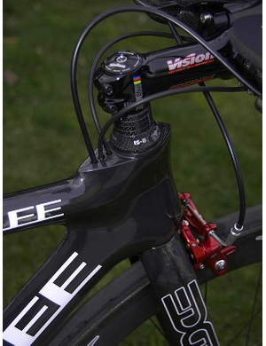 The cables are internally routed and enter the frame right behind the stem where the air is already 'dirty' and to minimize housing lengths.