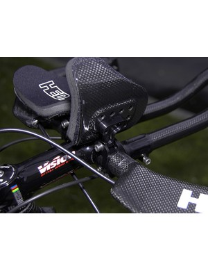 Carbon fibre and machined aluminium construction keep the weight down but also provides for lots of adjustability - a fundamental HED tenet.