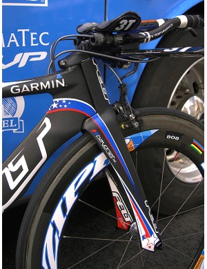 A key feature of the DA is the Bayonet II fork whose external steerer tube effectively lengthens the aspect ratio of the head tube for better aerodynamics.