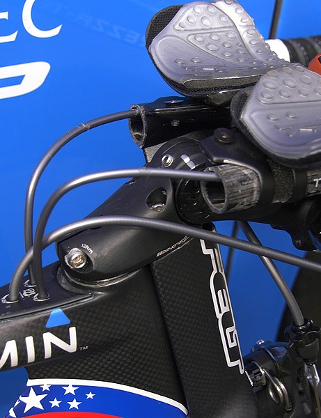 Cables are internally routed and enter the frame just behind the stem where the air is already turbulent.