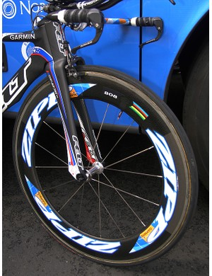 Zabriskie had a Zipp 808 carbon tubular mounted up front just prior to the opening prologue.