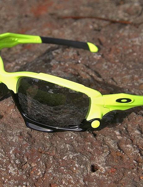 Oakley's new Jawbone makes its official debut at the Tour of California.