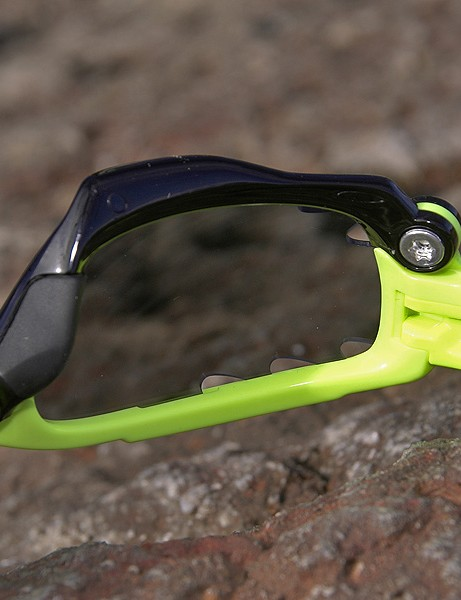 Jawbone is equipped with a new interchangeable lens system called SwitchLock.