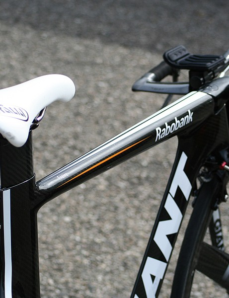 The integrated stem flowly nearly seamlessly into the perfectly level top tube.