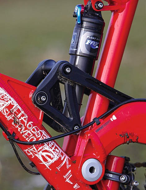 Commencal claim to have stiffened the frame up for 2009, but it's still soft overall
