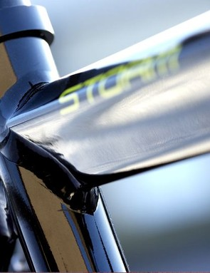 The pinched T-shaped top-tube provides plenty of rigidity and resistance to pedalling and braking forces