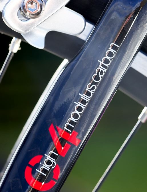 The gracefully curved carbon  bladed fork feautres a reliable 1 1/8in  aluminium steerer tube.