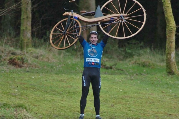 Mark Beaumont (fastest man to cycle around the world) with Kirkpatrick Macmillan's old bike