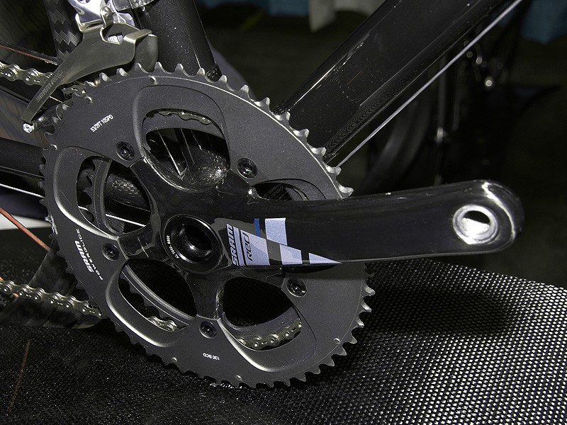 This one also utilizes the BB30 standard and is fitted with a SRAM Red crankset.