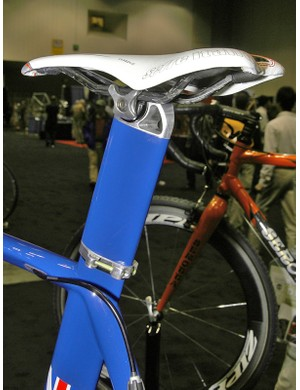 Production seatmasts will use a single-bolt head borrowed from Bontrager.