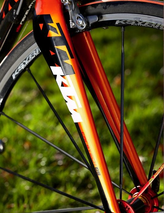 Fork is rigid, but efficient - much like the frame