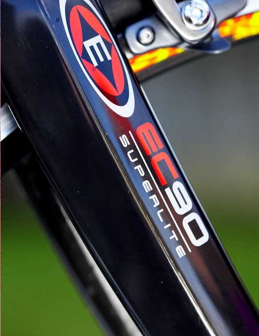 The Easton EC 90 fork uses a differentially sized headset.
