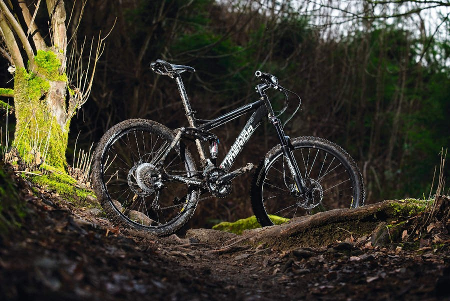 The TFS 500-D shares the same shock as its younger brother but gets a fork upgrade