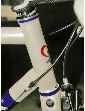 The Corum features an unusually curvaceous integrated head tube.
