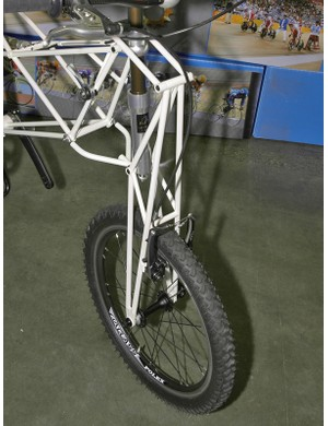 A similarly designed fork graces the front of the MTB version.