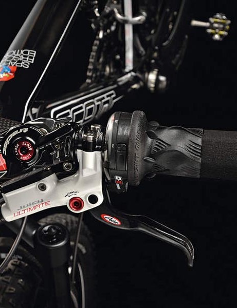 Ritchey carbon bars: traction control levers, SRAM Gripshift and Avid brakes mesh perfectly to create real fingertip control