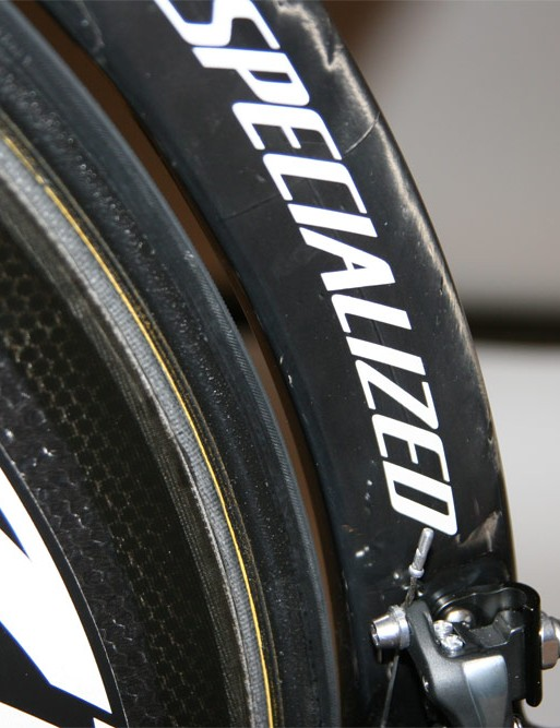 The seat tube closely follows the arc of the rear wheel.