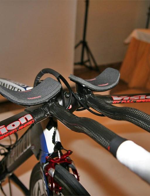 Narrowly set pads make for a sleek body position.