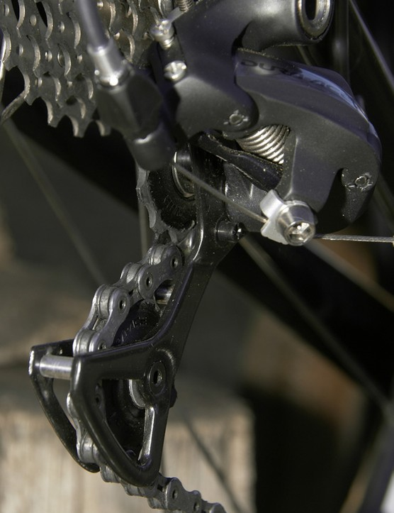 The carbon fibre pulley cage is curiously flexy but this doesn't seem to affect shift performance