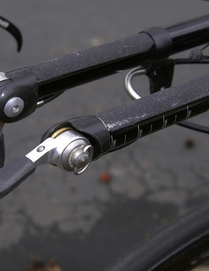 Basso foregoes conventional handlebar tape in favour of minimal grip tape.