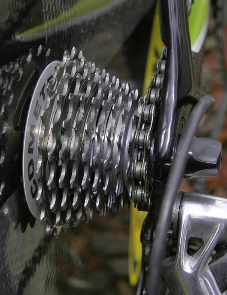 Basso's rear wheel was fitted with a close-ratio 11-21T Campagnolo 10-speed cassette prior to the fast and flat prologue of the Tour of California.