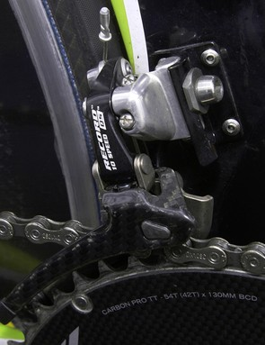The stout front derailleur mount keeps flex at bay for better shifting performance.