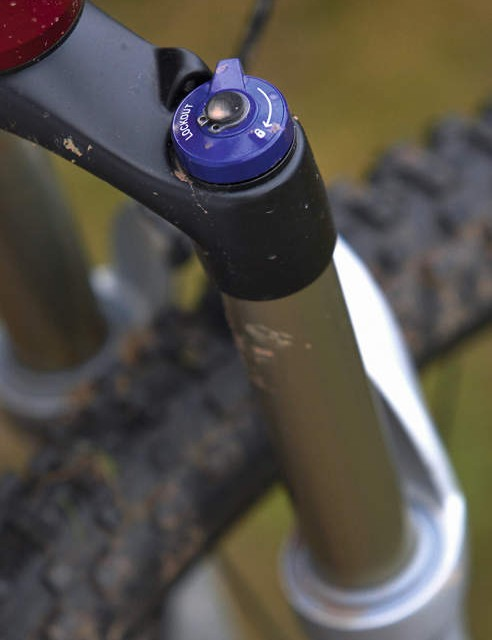 Three cheers for an air fork up front, complete with adjustable compression damping and a lockout lever
