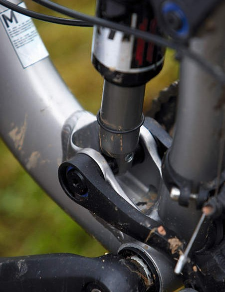 Newer setup – with shock integrated shock mount – is tidier, lighter and altogether simpler than previous design.