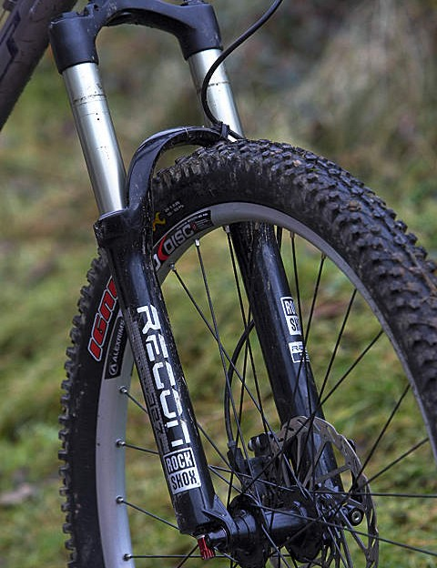 The air-sprung Recon fork works superbly, but no compression damping means it can be bouncy on sprints and climbs