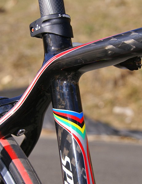 The top tube flows straight into the seat stays.