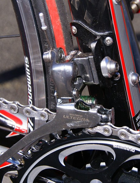The braze-on front derailleur is clamped to a stoutly affixed mount that squelches unwanted flex for good front shifting.
