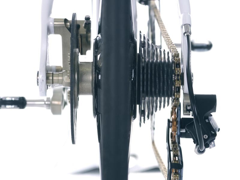 The rear carbon disc brake force is spread over the chainstay and seatstay