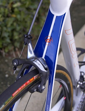 The slender seatstays meld together before joining the seat tube