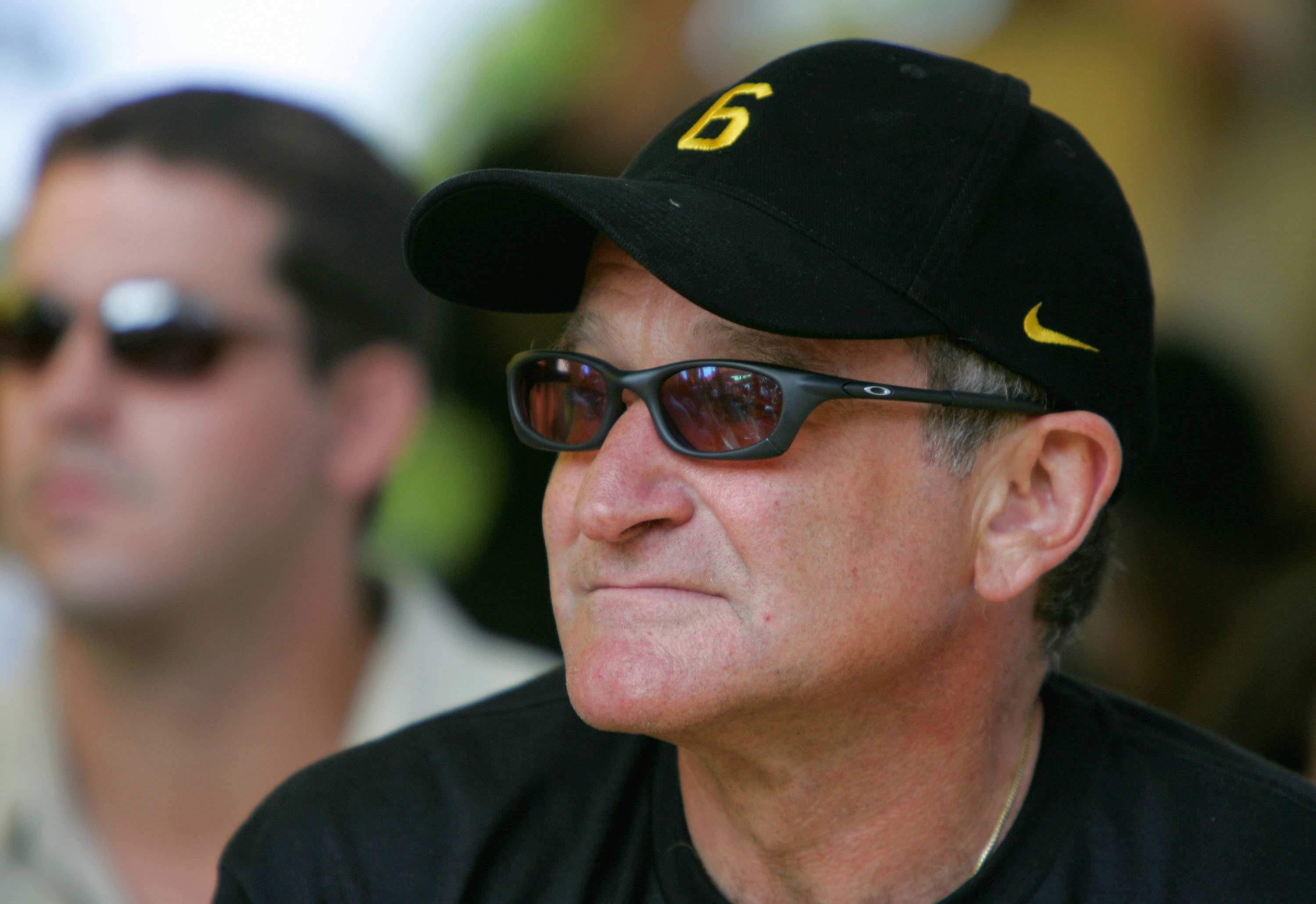 Actor, comedian and avid cyclist Robin Williams is close friends with Lance Armstrong.