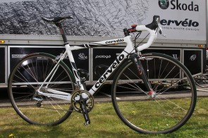 Cervélo has typically provided their sponsored riders with modified R3 frames for the cobbled Classics (such as this one used by Stuart O'Grady last season) but this year the Test Team squad will apparently use frames based on the more recently introduced RS.