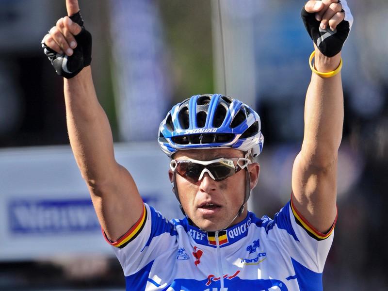 Stijn Devolder wins the 2009 Tour of Flanders