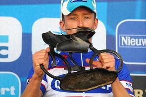 Stijn Devolder on the podium with trophy